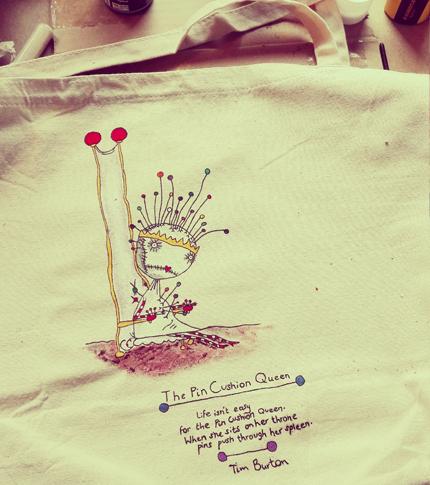 O. Carol Tim Burton the Pin Cushion Queen poem sac en tissu customisé peint à la main