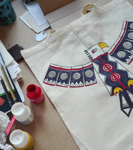 O. Carol sac en tissu customisé peint à la main aigle couleurs motifs géométriques