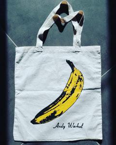 O. Carol customisation de sacs en tissu banane d'Andy Warhol peint à la main