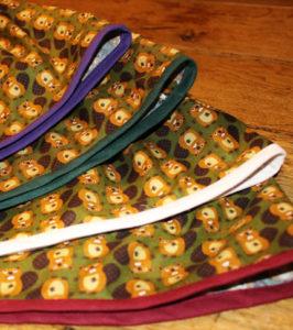 O. Carol jupe motif castors kaki bords de différentes couleurs