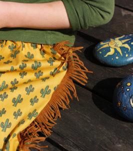 O. Carol Détail d'une jupe motif cactus avec franges style western