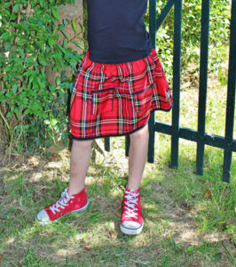 O. Carol jupe écossaise tartan rouge bords noirs tartan kilt