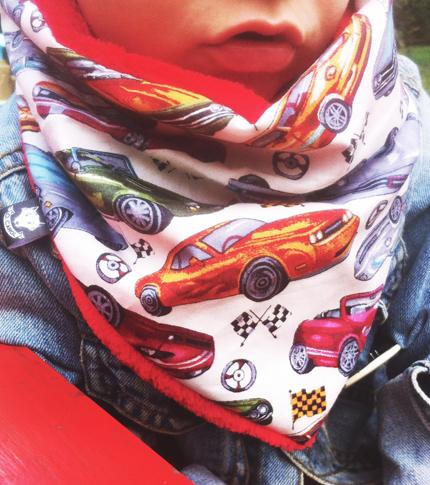 O. carol foulard pour enfants motif voitures vintage détail