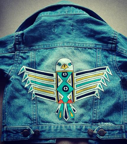 O. Carol veste en jeans pour bébé 6 mois customisation peinte à la main aigle motifs géométriques
