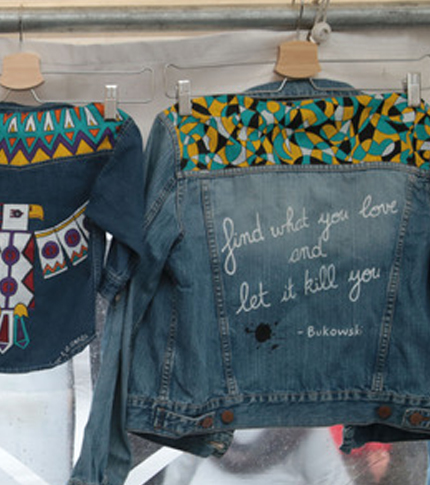 O. Carol veste en jeans customisée peinte à la main citation de Bukowski find what you love and let it kill you