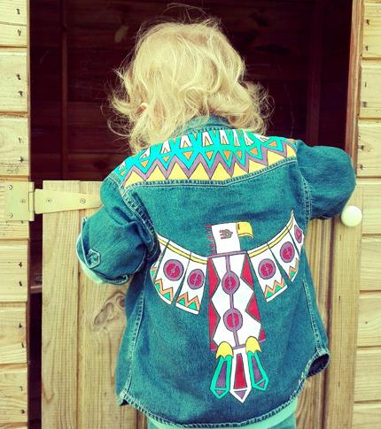O. Carol chemise en jeans pour enfant aigle motifs géométriques customisation peinture textile