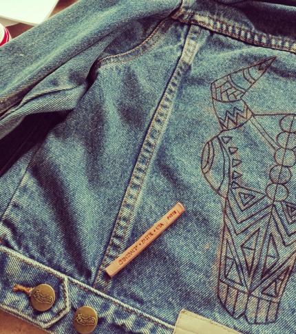 O. Carol veste en jeans enfant bison dessin à la craie customisation