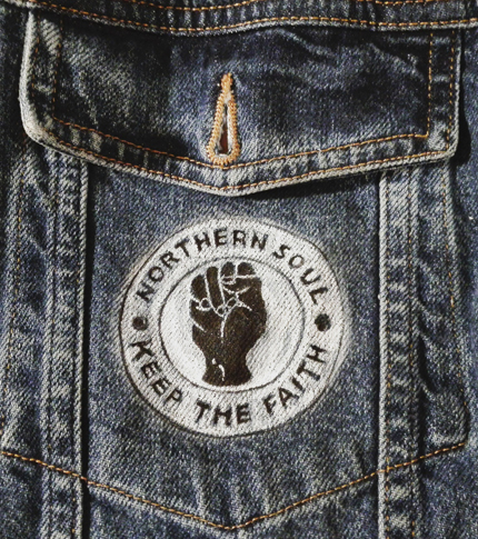 O. Carol veste en jeans poche Northern Soul Keep the Faith monochrome customisation